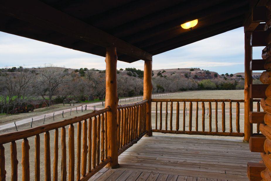 Guests at Cedar Haven Lodge near Waynoka enjoy expansive views of the selenite flecked mesas surrounding the property. Photo by John Jernigan