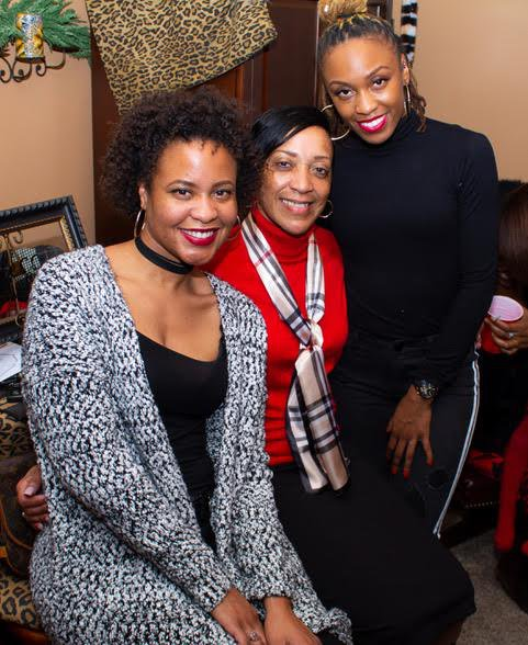 Research Editor Kashea McCowan with her mother and sister Heather.
